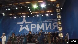 亚历山德罗夫歌舞团去年夏季在莫斯科武器展开幕式上演出(美国之音白桦)
