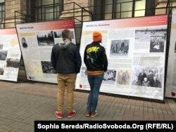 Виставка «Тріумф людини. Мешканці України, які перемогли ГУЛАГ» вмістила у собі кілька десятків історій тих, кому довелося пройти пекло радянської репресивної машини