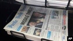 Tumpukan koran lokal di Hagatna, Guam, 10 Agustus 2017. Kawasan teritori AS ini menjadi perhatian setelah Korea Utara mengancam akan melakukan serangan rudal balistik.