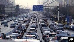 Kemacetan lalu lintas pada jam sibuk di hari kerja di Beijing. (Foto: Dok)