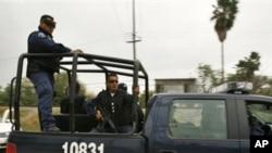 墨西哥警方加緊追捕越獄囚犯。