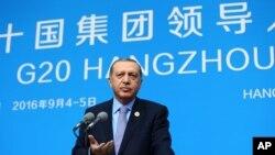 Le président turc Recep Tayyip Erdogan s'adresse aux journalistes lors d'une conférence de presse à Hangzhou, en Chine, le 5 septembre 2016.