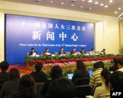 人大西藏代表团接受采访