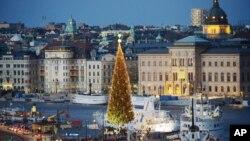 지난 1일 성탄절 트리가 설치되어 있는 스웨덴 스톡홀롬 시내 풍경.