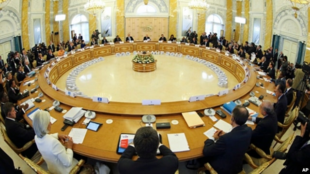 A general view of the roundtable meeting at the G-20 summit at the Constantine Palace in St. Petersburg, Russia, Sept. 5, 2013.