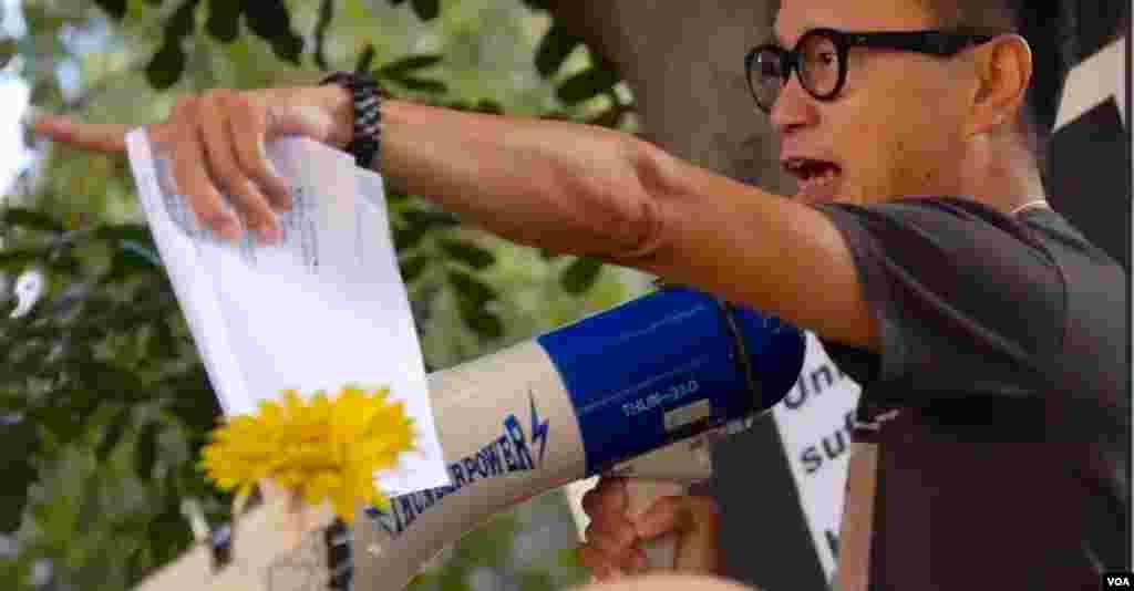 集会组织者香港论坛前主席蔡先生(美国之音国符拍摄)
