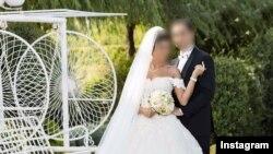 زوجهای جوان عکس مراسم عروسی خود را روی اینستاگرام و سایر شبکه های مجازی منتشر می کنند.