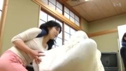 'โอโทนามากิ' ใช้ผ้าพันตัวบำบัดเพื่อสุขภาพที่ญี่ปุ่น