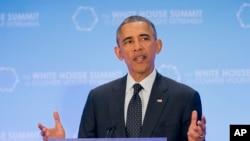 Prezida wa Amerika, Barack Obama ariko ashikiriza ijambo mu nama mpuzamakungu kw'iterabwoba
