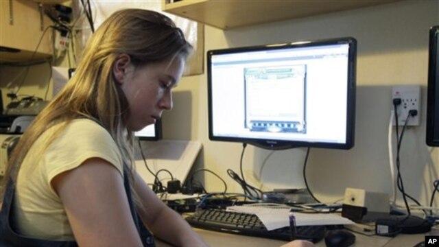Warga AS makin meminati kuliah online karena biayanya relatif murah dan waktunya lebih fleksibel.