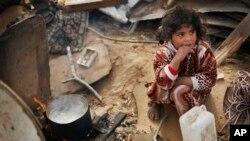 مهاجرین کمپ شعفاط در ساحۀ گیرمانده اند که خدمات اسرائیلی در آن اندک بوده و مقامات فلسطینی اجازه فعالیت در آن را ندارند
