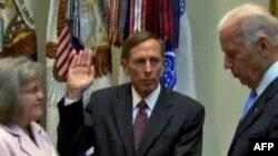 Ish-gjenerali Petreas merr detyrën e drejtorit të CIA-s