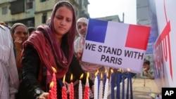 La solidaridad con los franceses se mostró de diferentes formas en todo el mundo
