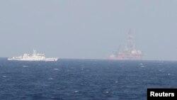 Tàu Trung Quốc gần giàn khoan Hải Dương ở Biển Ðông.