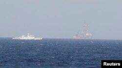 Phạm vi bảo vệ của các tàu Trung Quốc tại địa điểm mới của giàn khoan được mở rộng gần gấp đôi trong khi Bắc Kinh vẫn duy trì tàu các loại ở vị trí cũ của giàn khoan để xua đuổi tàu Việt Nam.