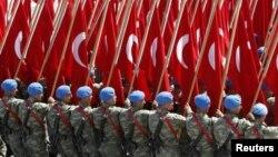 Sojojin Turkiyya rike da tutar kasar