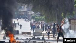 突尼斯伊斯兰激进分子与警方发生街头巷战