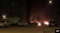 Suasana ketika terjadi serangan terhadap hotel Splendidi di Ouagadougou, Burkina Faso, Jumat (15/1).