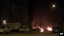 Une image prise sur une vidéo d'Associated Press montre l'attaque de l'hôtel Splendid à Ouagadougu, Burkina, 15 janvier 2106.