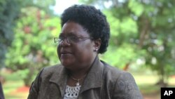 FILE: Zimbabwe's Vice President Joice Mujuru arrives at the Harare magistrates courts in Harare, Tuesday, Jan. 24, 2012, Mujuri testified in the long awaited inquest hearing into the mysterious death of her late husband Solomon Mujuru. Mujuru died in a mysterious fire at his farm in 2011.(AP Photo/Tsvangirayi Mukwazhi)