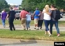 Evakuacija ljudi sa mjesta pucnjave u Virginia Beachu