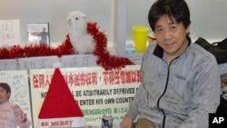 一年前冯正虎即将结束空港露宿准备回国