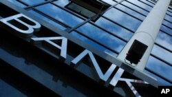Συμφωνία ΗΠΑ-ΕΕ πρόσβασης σε τραπεζικά δεδομένα