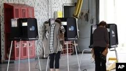 1月31号佛罗里达州的两名选民在投票