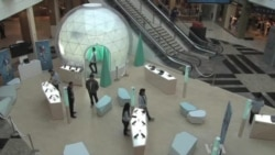 High-Tech Stores Pop Up for Holidays