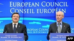 Predsednik Evropske komisije, Žoze Manuel Barozo (levo) i predsednik Evropskog veća, Herman van Rompuj na konferenciji za novinare po završetku dvodnevnog samita u Briselu, 29. oktobar 2010.