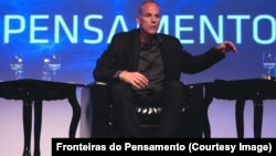 Marcelo Gleiser at the Fronteiras do Pensamento (Frontiers of Thought) conference in Florianópolis, Brazil in 2013