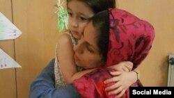 نازنین زاغری، بریتانیایی ایرانیتبار در کنار دخترش