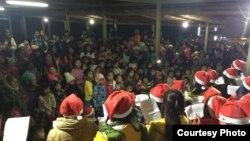 ျမစ္ႀကီးနားရွိ စစ္ေရွာင္စခန္းကို KBC လူငယ္မ်ားသြားေရာက္သီခ်င္းဆိုစဥ္ (KBc Kachin)