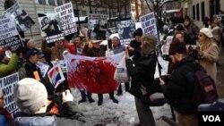 У здания российского консульства 6 февраля 2014г.