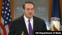 Quyền phó phát ngôn nhân Bộ Ngoại giao Hoa Kỳ Patrick Ventrell trong cuộc họp báo ở thủ đô Washington.