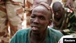 Un membre supposé de Boko Haram arrêté par les troupes tchadiennes à Gambaru le 26 février 2015.