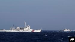Trung Quốc đã huy động gần 130 tàu các loại ra bảo vệ giàn khoan 981. Trong số này có 2 tàu quân sự mới tăng cường là tàu tên lửa tấn công nhanh 755 và tàu tuần tiễu tấn công nhanh 789.