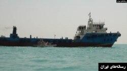 İran neft qaçaqmalçılığında günahlandırdığı İraq tankerini ələ keçirib.