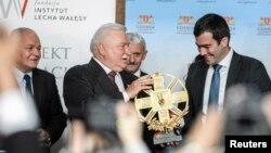 На переднем плане: Лех Валенса и Павел Ходорковский. Гданьск. Польша. 29 сентября 2013 г.