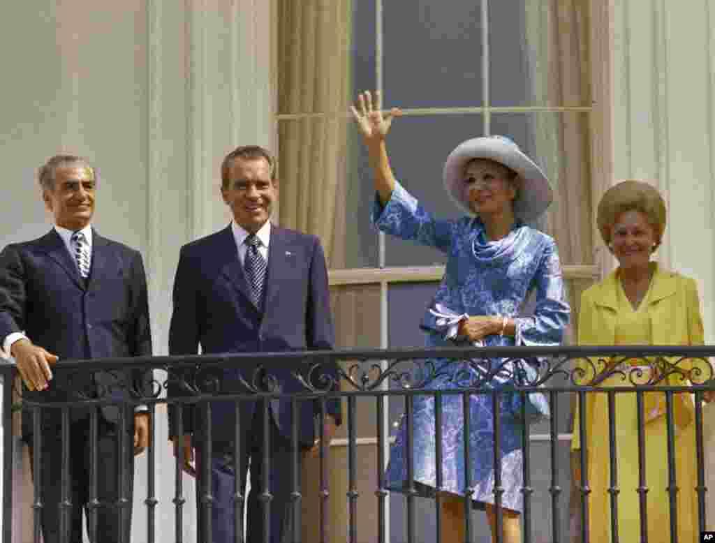 در کنار پرزیدنت نیکسون و همسرش، رئیس جمهوری و بانوی اول آمریکا