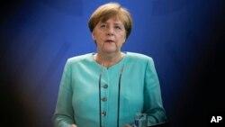 德国总理默克尔在柏林发表有关英国脱欧的声明 (2016年6月24日)