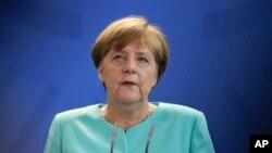 خانم مرکل به خاطر سیاست مهاجرپذیرانه اش به شدت مورد انتقاد است