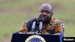 Le président du Gabon Ali Bongo s'adresse aux médias à Nairobi, Kenya, le 30 avril 2016.