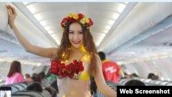 """Theo trang web của VietJet, hồi giữa tháng này, hãng đã khai trương đường bay mới với """"vũ điệu bikini hoa""""."""