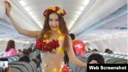 """VietJet được biết tiếng là """"hãng hàng không bikini"""" với hình ảnh quảng cáo dàn tiếp viên trong trang phục kiệm vải."""