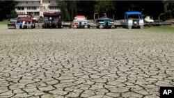 극심한 가뭄사태로 바닥을 드러낸 강(자료사진)