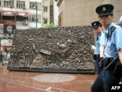 警方封锁雕塑现场