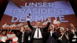 Presidential candidate Alexander Van der Bellen celebrates his victory in Sunday's presidential election with supporters in Austria's capital Vienna, Dec. 4, 2016. Van der Bellen beat his far-right opponent Norbert Hofer by a seven percent margin. The sig