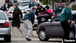 La policía busca en cada rincón de Watertown, Boston, al segundo sospechoso de los atentados en Boston. Los habitantes de la ciudad permanecen evacuados.