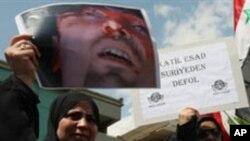 반정부 시위를 벌이는 시리아인들